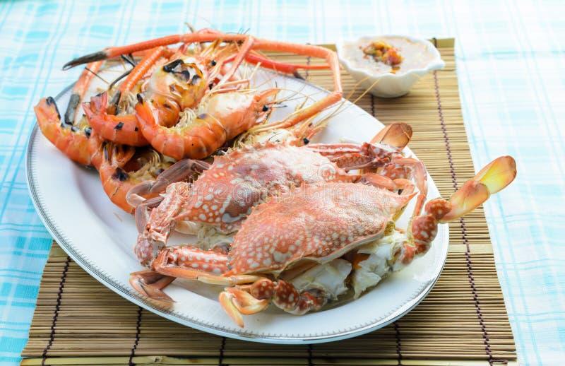 Crabe et crevette cuits à la vapeur photo libre de droits