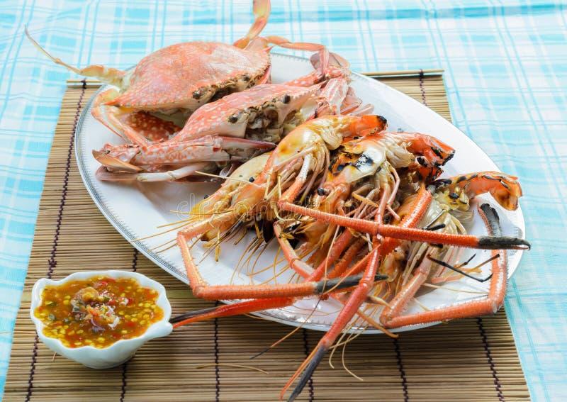 Crabe et crevette cuits à la vapeur images libres de droits