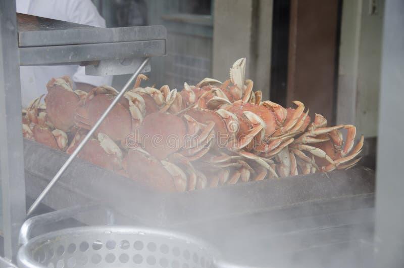 Crabes prêts pour le bac photo stock