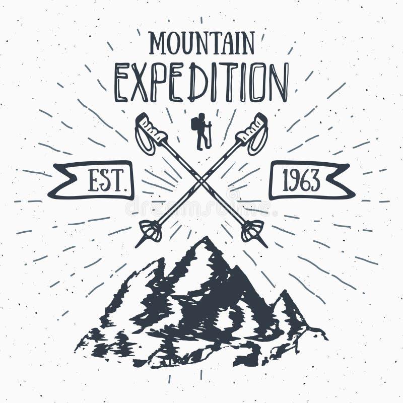 Crachá retro da etiqueta do vintage da expedição da montanha Entregue a emblema textured tirado a aventura de caminhada exterior  ilustração stock