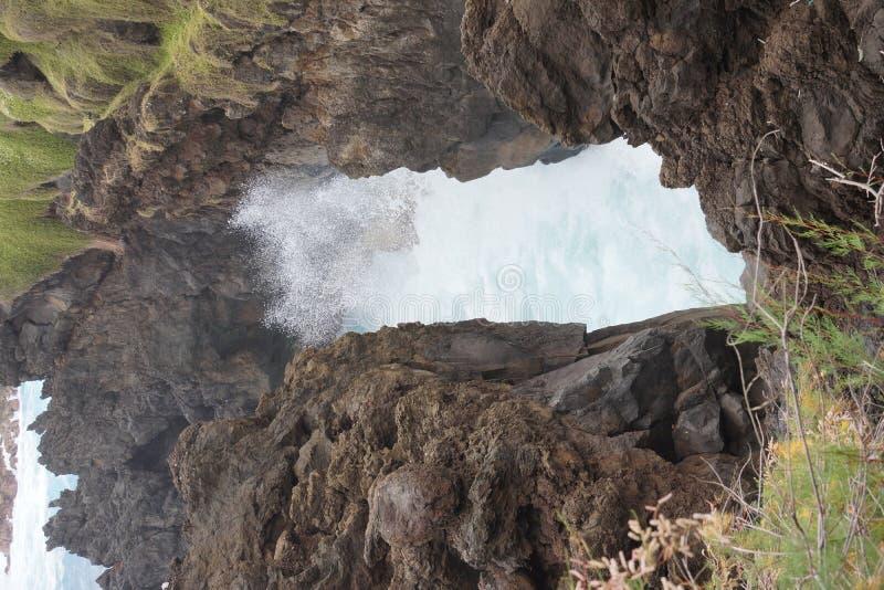 Craching挥动在北马德拉岛海岸。 图库摄影