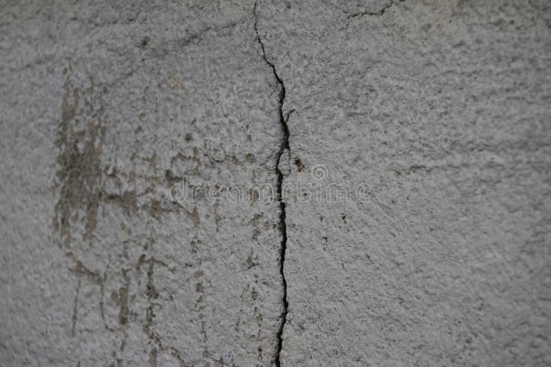 Crack in the wall of the apartment building going verticaly royalty free stock photos