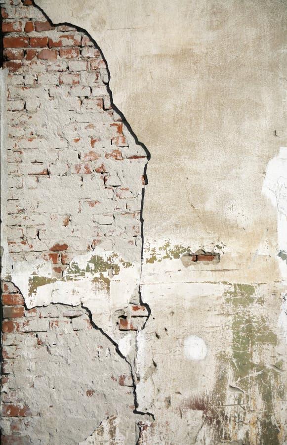 Download Cracked wall στοκ εικόνα. εικόνα από τούβλων, αποσύνθεση - 1547469