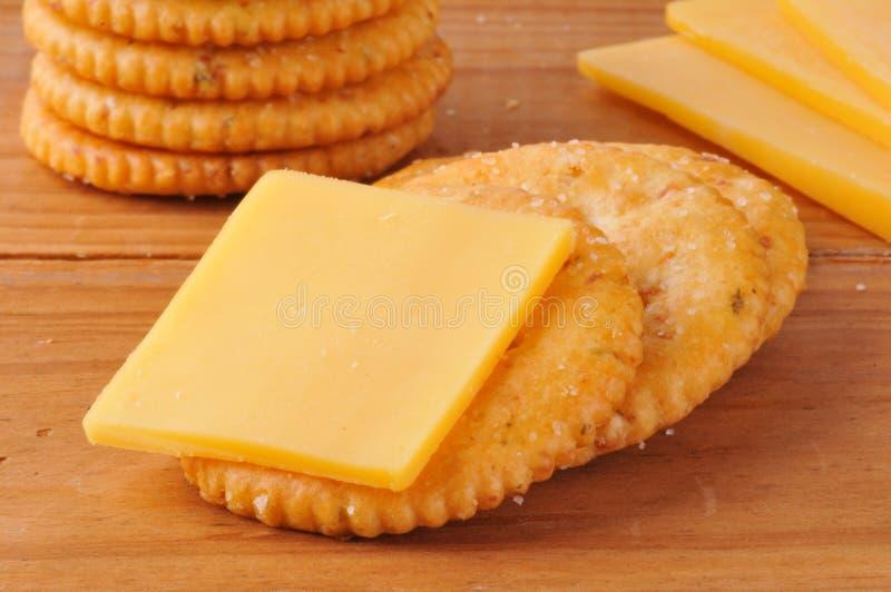 Cracker con formaggio fotografia stock libera da diritti
