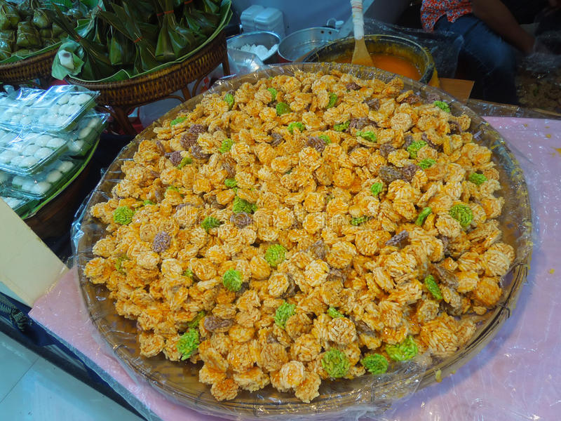 Cracker croccanti del riso - spuntini tailandesi immagini stock