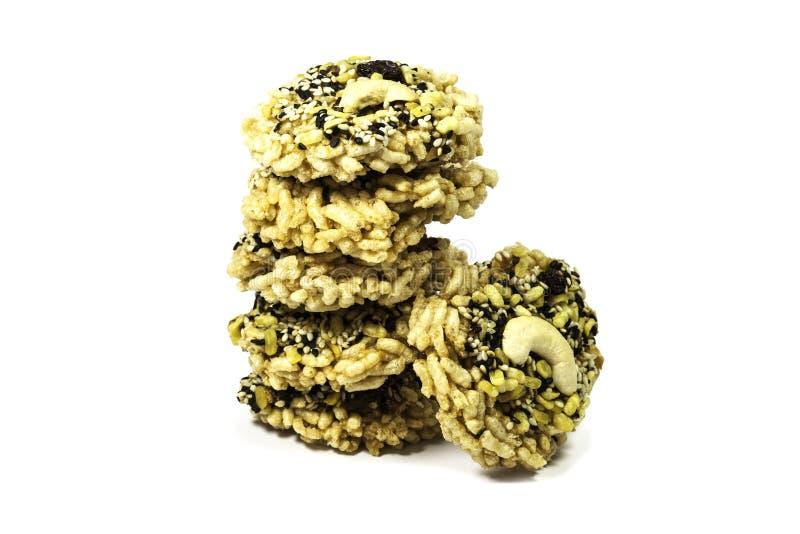 Cracker del riso con l'anacardio ed il sesamo immagini stock