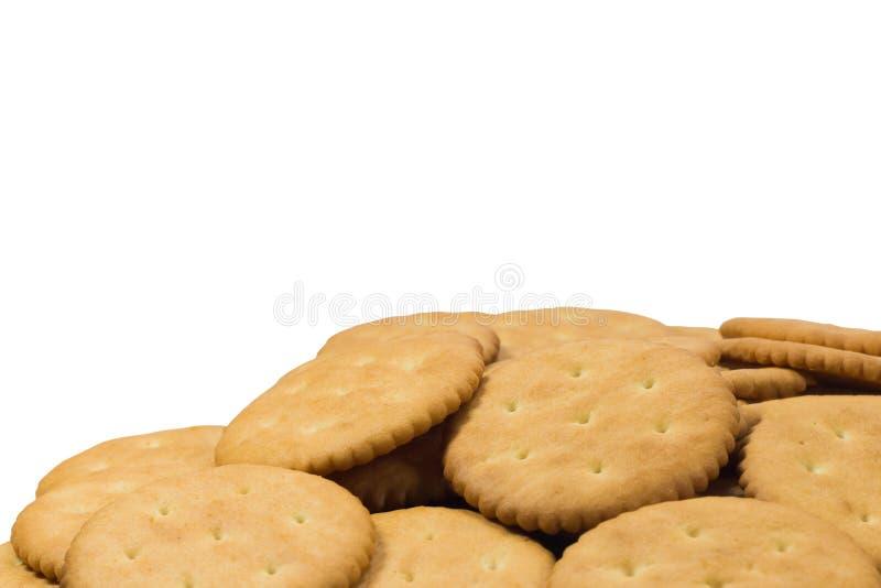 Crackerkoekjes op witte achtergrond worden geïsoleerd die stock foto