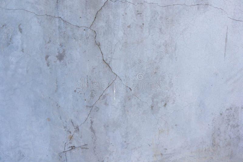 Cracks et murs de béton anciens images stock
