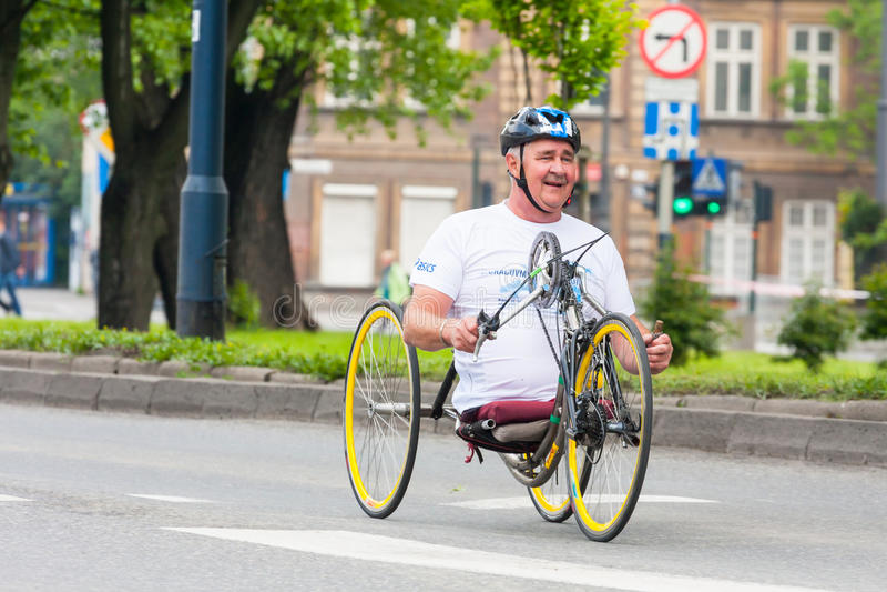 Cracovia-Marathon Läufer auf den Stadtstraßen am 18. Mai 2014 in Krakau, POLEN lizenzfreies stockfoto