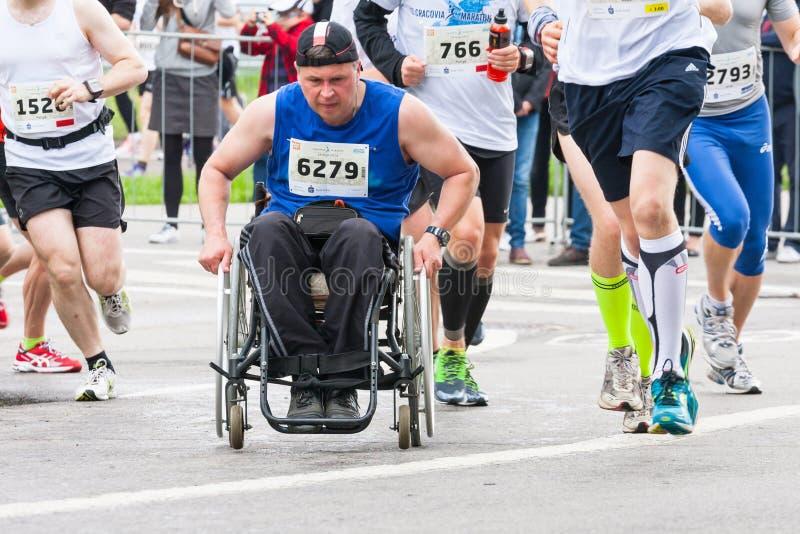 Cracovia-Marathon Läufer auf den Stadtstraßen am 18. Mai 2014 in Krakau, POLEN stockbild