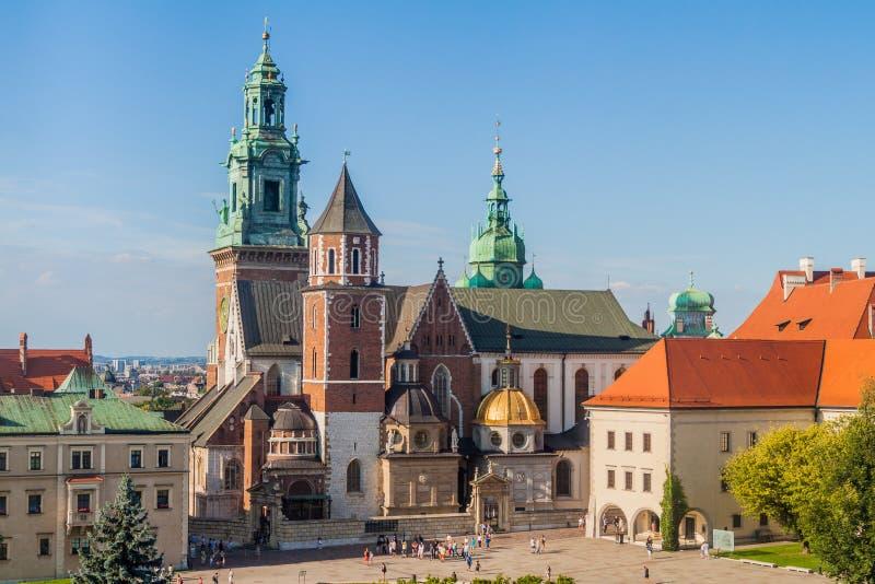 CRACOVIA, POLONIA - 4 SETTEMBRE 2016: Castello di Wawel di visita dei turisti a Cracovia, Pola fotografia stock