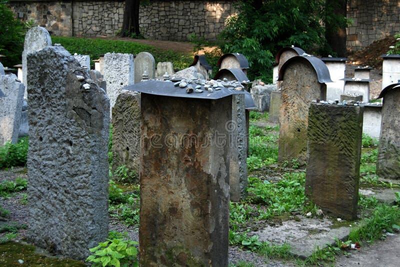 Cracovia, Polonia: Vecchie lapidi ebree del cimitero immagini stock