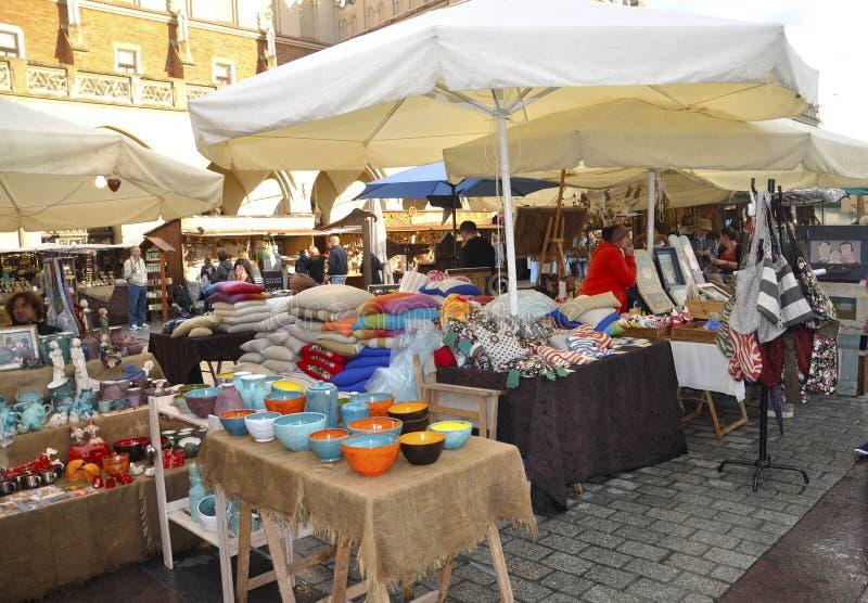 Cracovie, le 19 août 2014 - lancez la stalle sur le marché à Cracovie, Pologne images stock
