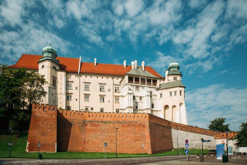 Cracovie, Pologne Château de Wawel dans le jour d'été Borne limite célèbre Une photos stock