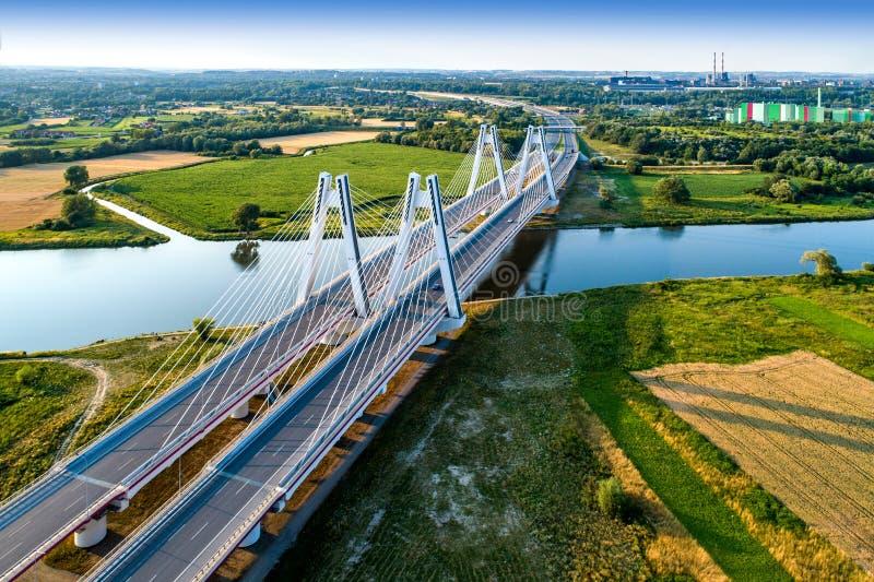 Cracovie, Pologne Le double câble-est resté le pont au-dessus du riv de la Vistule photos libres de droits