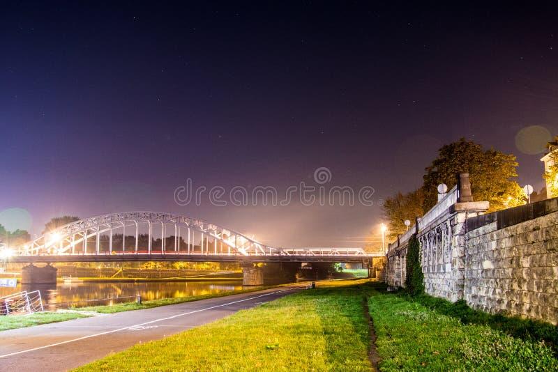 Cracow em a noite imagens de stock royalty free