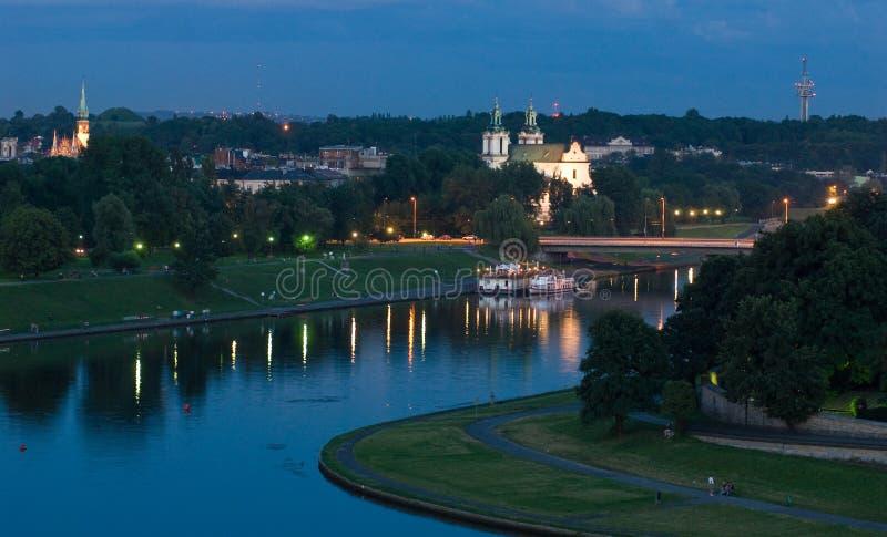 Cracow - igreja no rio da rocha e de Vistula imagens de stock