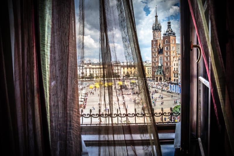 Cracow - quadrado principal - opinião da janela imagem de stock royalty free