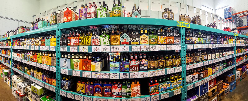 Craft o corredor da cerveja em uma loja do rei da garrafa fotografia de stock royalty free