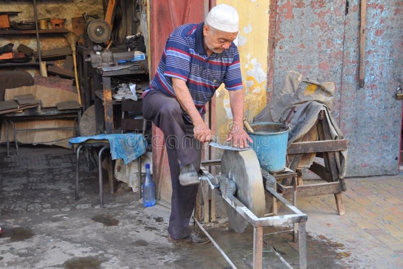 Craftmanship de Knifes em Marrocos imagem de stock