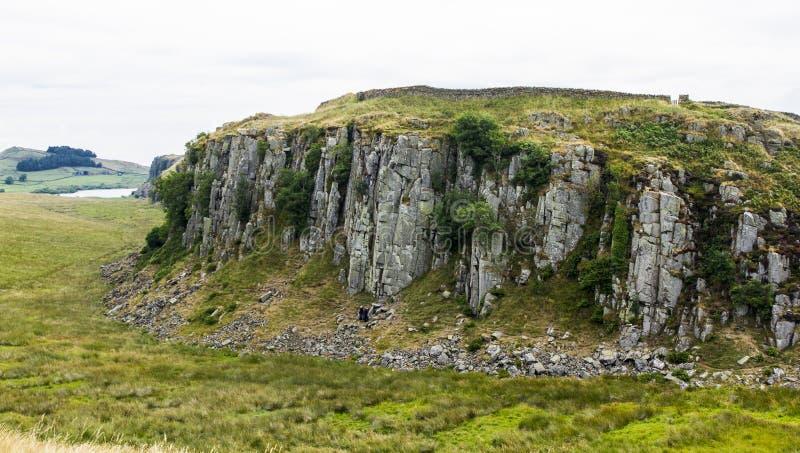 Craggs de aço, em Roman Wall Northumberland, Inglaterra imagens de stock