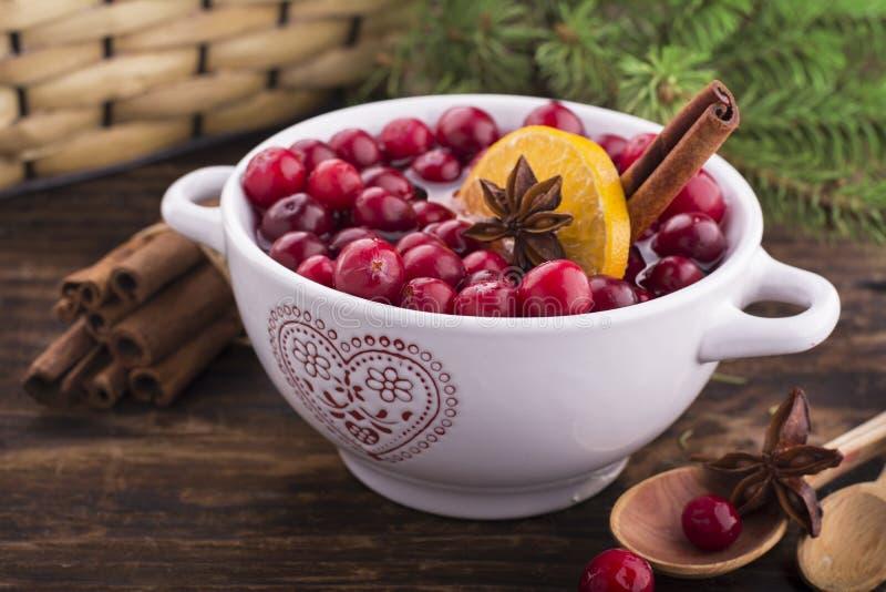 Cranberries z pomarańcze, cynamonowego i gwiazdowego anyżem, zdjęcia royalty free