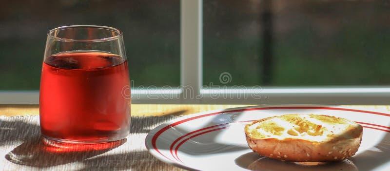Cranberry juice-bagel stock image