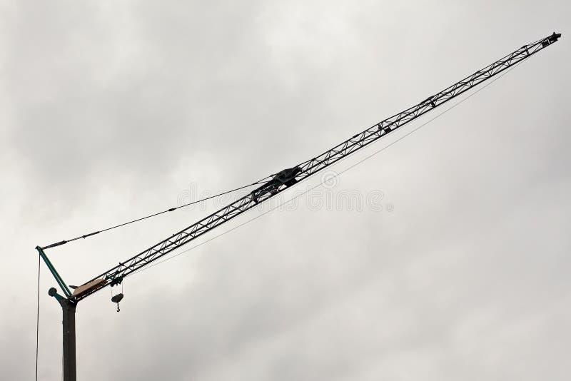 Crane Details och molnig himmel royaltyfri bild