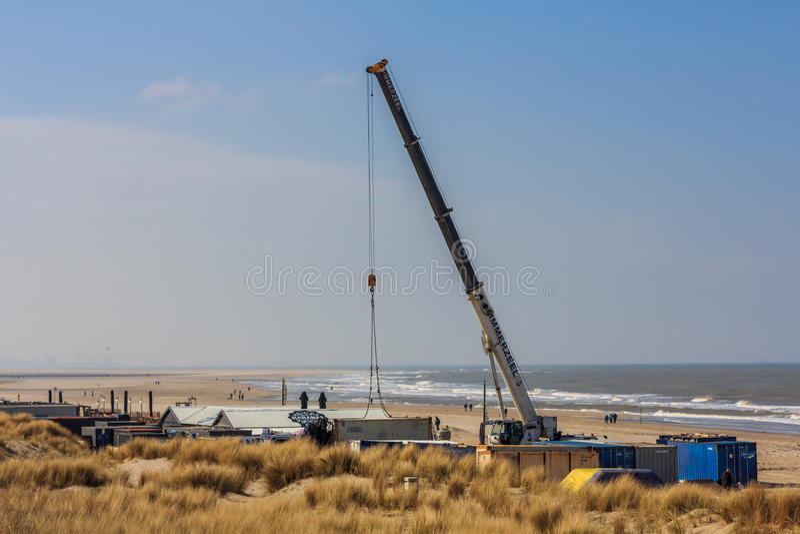 Crane el café de la playa del edificio listo para el verano fotografía de archivo libre de regalías