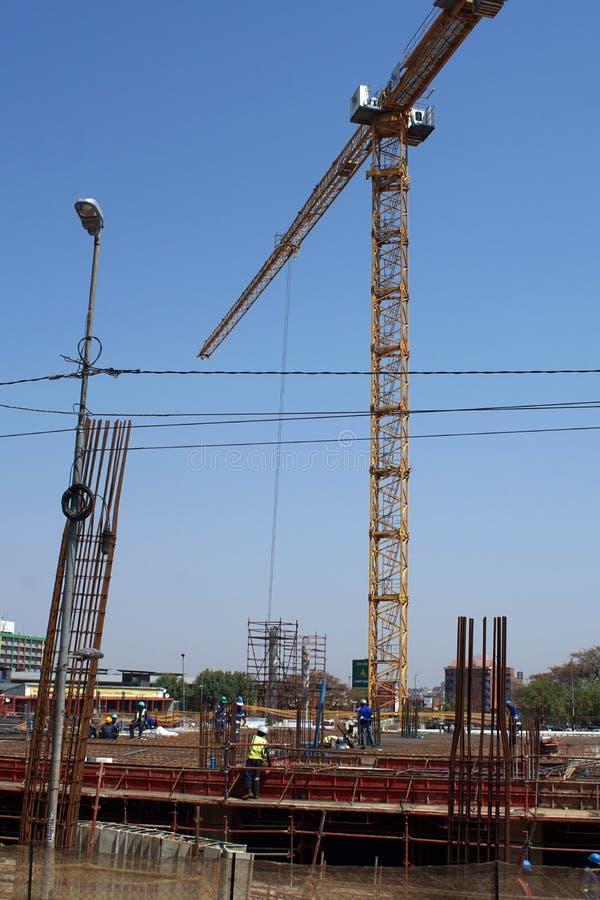 Crane en el distrito financiero central, Johannesburgo, Suráfrica fotos de archivo