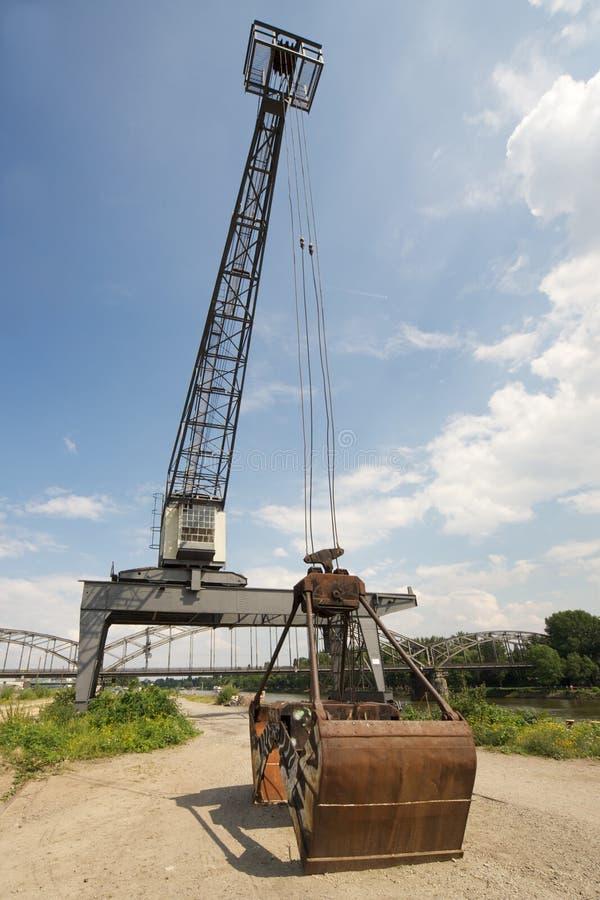Crane en el río - Francfort, Alemania imagen de archivo libre de regalías