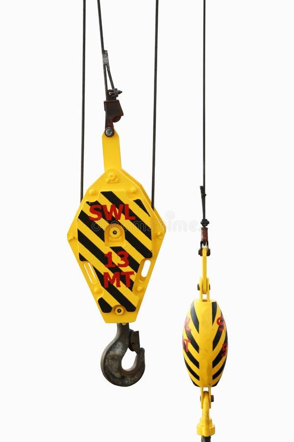 Crane i ganci sugli impianti, gru sulla piattaforma del gas e del petrolio per il carico di trasferimento e controllata dal gruis immagine stock