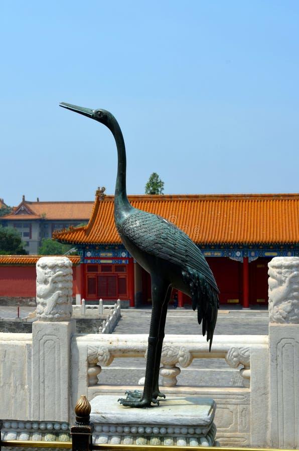 Crane Status de bronze na Cidade Proibida no Pequim fotografia de stock royalty free