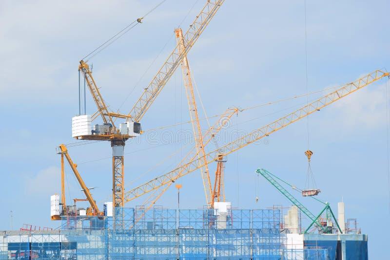 Cranes la construcción industrial imágenes de archivo libres de regalías