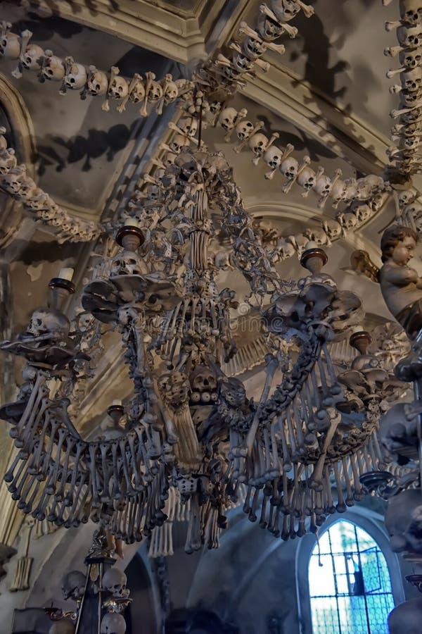 Crani ed ossa, ossario interno di Sedlec Kutna Hora, Repubblica ceca immagine stock