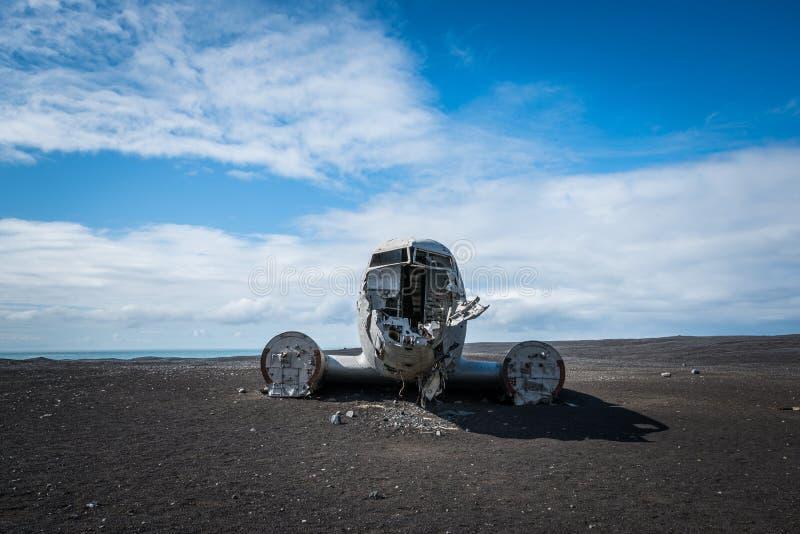 Crashed aterrou o plano DC-3 em Islândia fotografia de stock royalty free
