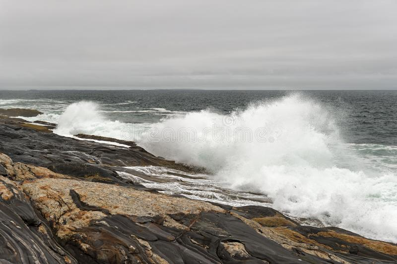 Crashing Wave on Maine Shoreline obraz stock