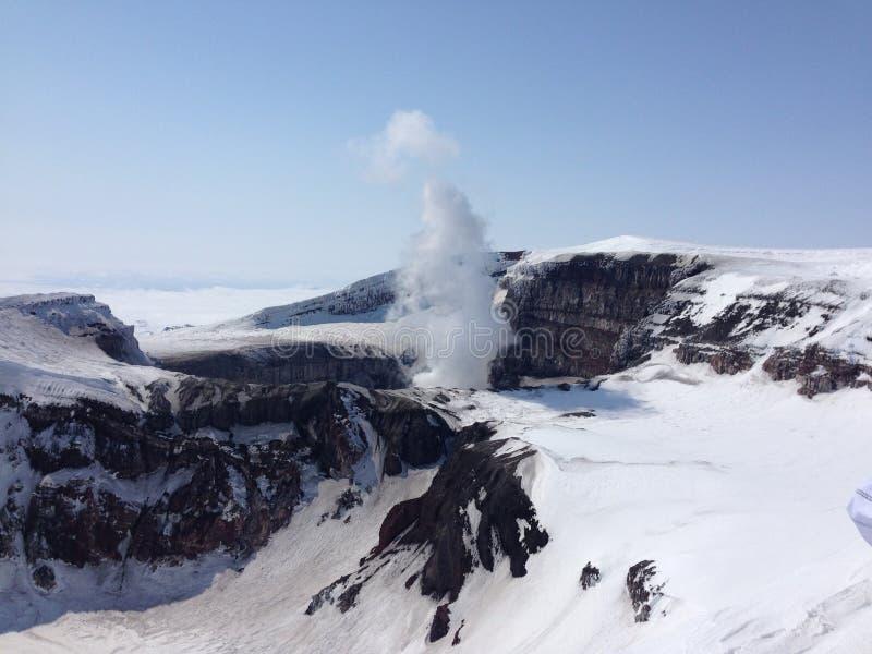 Cratère de volcan de Gorelij photo stock