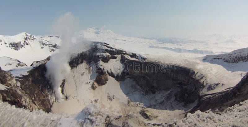 Cratère de volcan de Gorelij images libres de droits