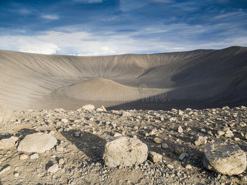 Cratère volcanique vide dans Hverfjall, Islande photos stock