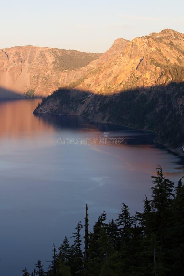 Crater See und Licht lizenzfreie stockbilder