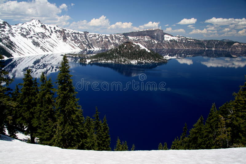 Crater Seepanorama lizenzfreie stockbilder