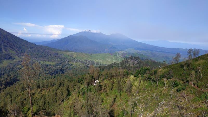 Cratera de Ijen da montagem, região de Bondowoso, Indonésia imagem de stock