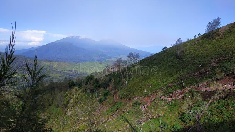 Cratera de Ijen da montagem, região de Bondowoso, Indonésia foto de stock royalty free