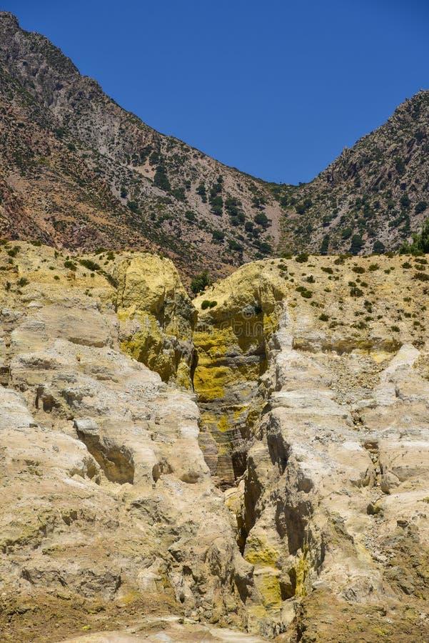Cratera do enxofre do vulcão de Nisyros fotografia de stock