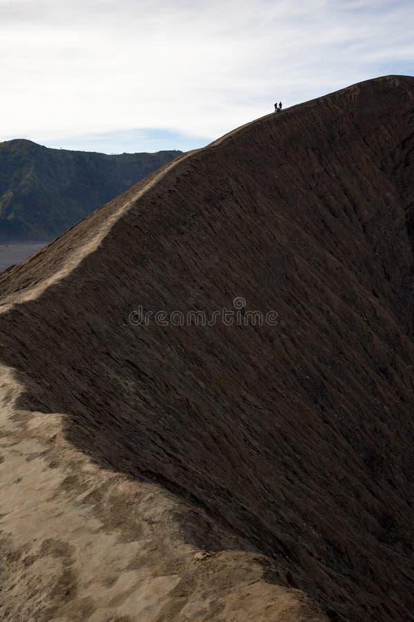Cratera do vulcão do caminhante fotos de stock