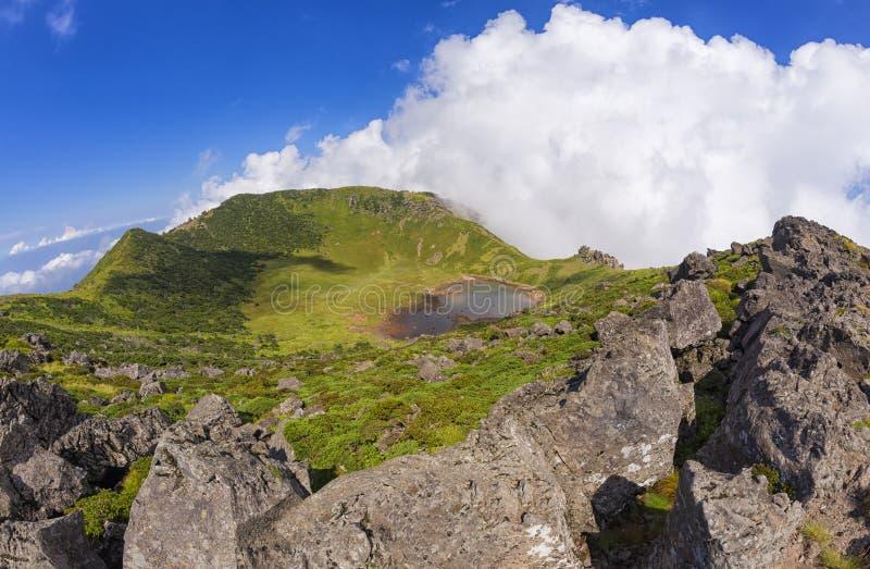 Cratera do vulcão de Hallasan na ilha de Jeju, Coreia do Sul imagem de stock