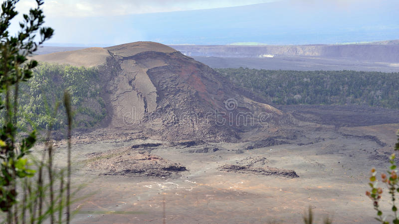 Cratera velha no parque nacional dos vulcões, ilha grande de Havaí fotos de stock royalty free
