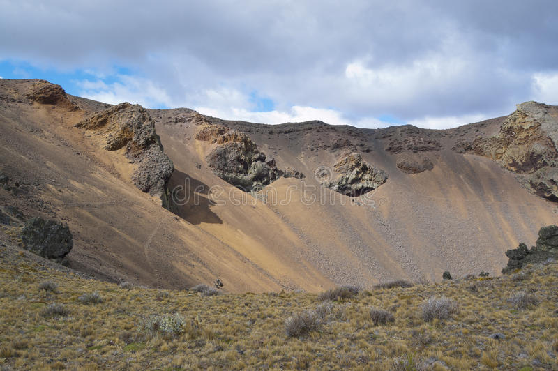 Cratera vulcânica imagens de stock royalty free