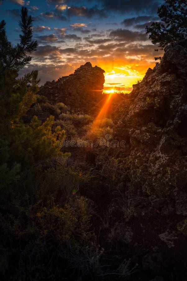 Crateras do pomar do ` s do diabo da lua no nascer do sol fotos de stock
